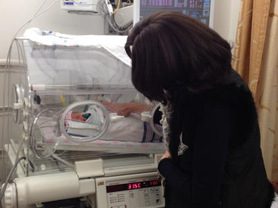 Tips for NICU Parents - Grandma meeting baby