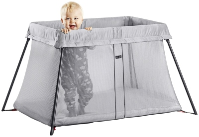 BabyBjorn Travel Crib Light with baby (400x276)